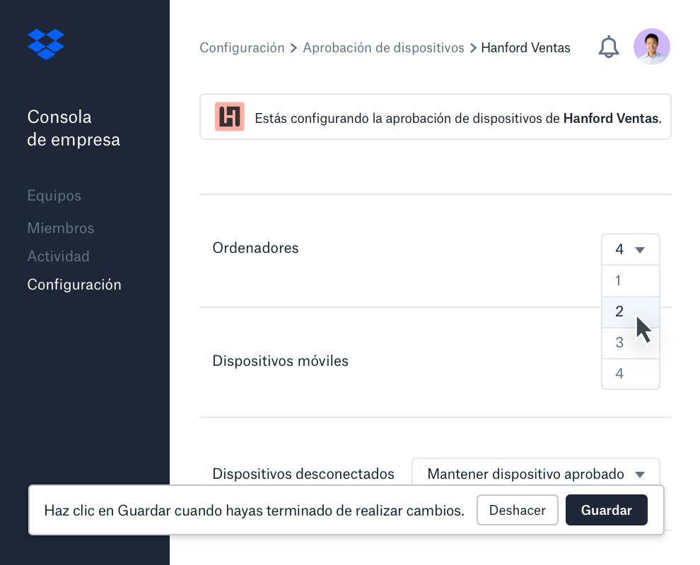 Interfaz de aprobación de dispositivos dentro de la consola de empresa de Dropbox que muestra el número de dispositivos permitidos por miembro del equipo.