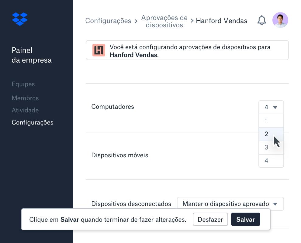 A interface de aprovação de dispositivos no painel da empresa do Dropbox exibe o número de dispositivos permitidos por membro da equipe.
