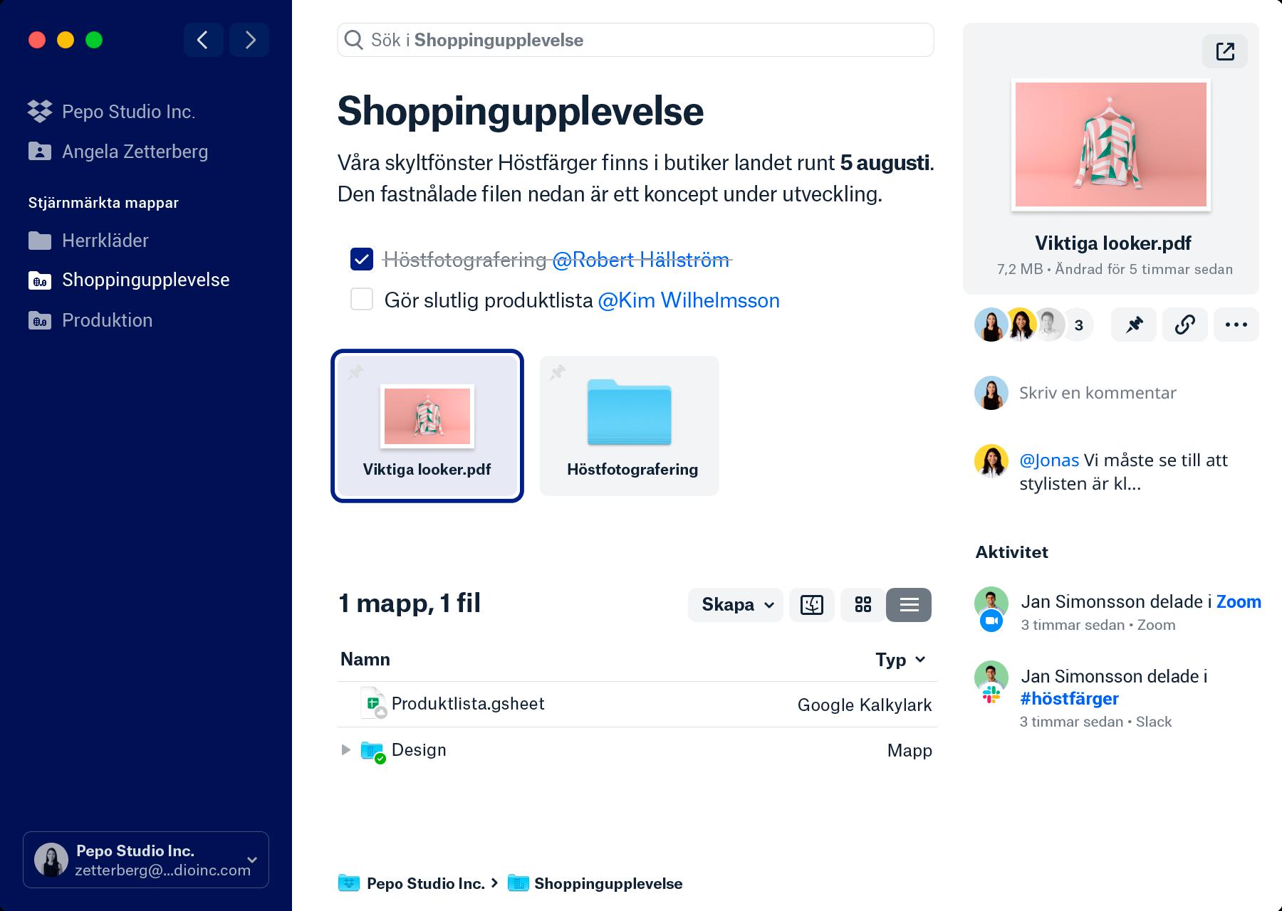 En skärmbild av den nya Dropbox-klienten. Sidofältet längst till vänster listar dina Dropbox-teammappar och personliga mappar samt stjärnmärkta mappar du kan ha. Mittenfältet visar ett mappnamn och en översikt som beskriver mappens innehåll. Under finns en att göra-lista med @taggningar, en fastnålad fil och mappar och filerna och mapparna i mappen. Detaljfältet längst till höger visar en förhandsgranskning av vald fil, personerna du delat filen med samt eventuella kommentarer eller aktiviteter kring filen.